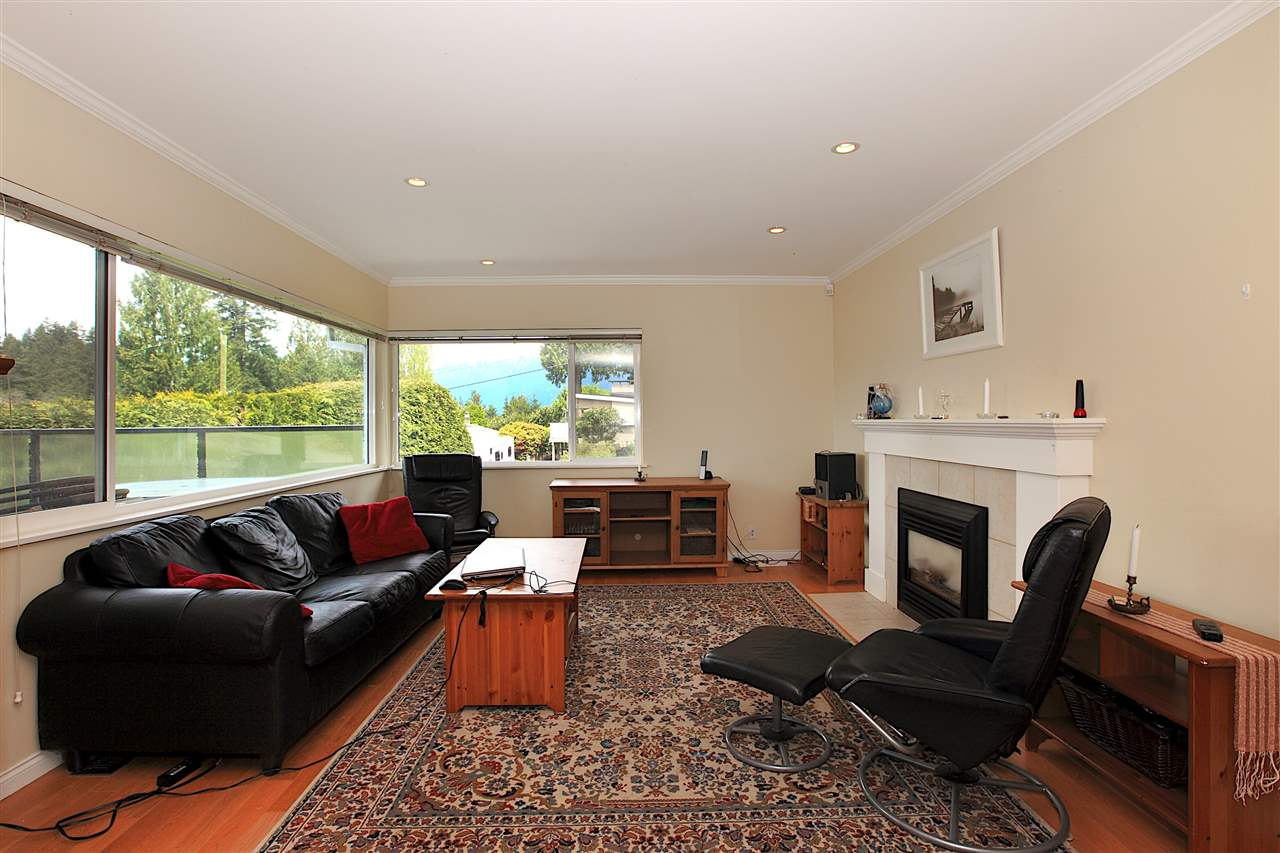 Detached at 6480 FOX STREET, West Vancouver, British Columbia. Image 7