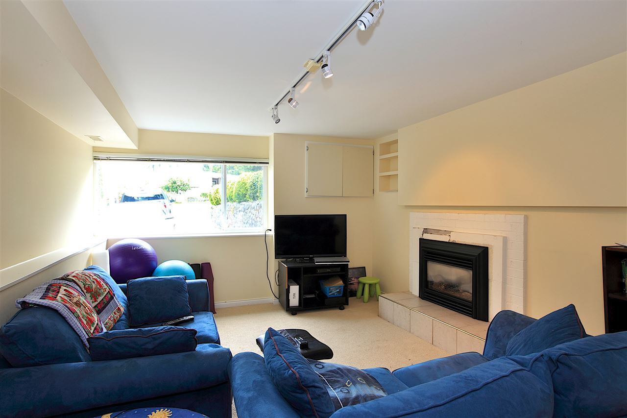 Detached at 6480 FOX STREET, West Vancouver, British Columbia. Image 9