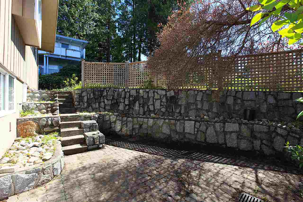 Detached at 6480 FOX STREET, West Vancouver, British Columbia. Image 10