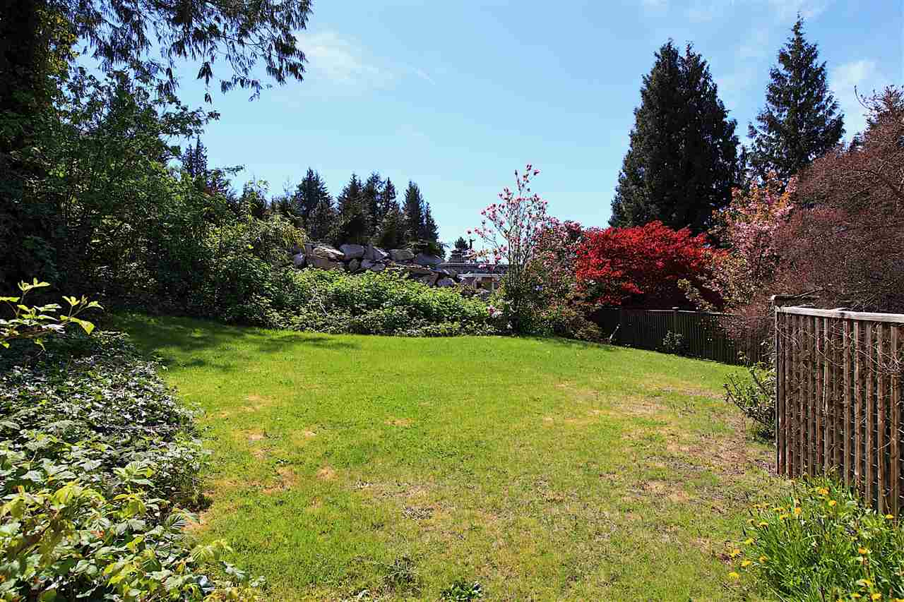 Detached at 6480 FOX STREET, West Vancouver, British Columbia. Image 11