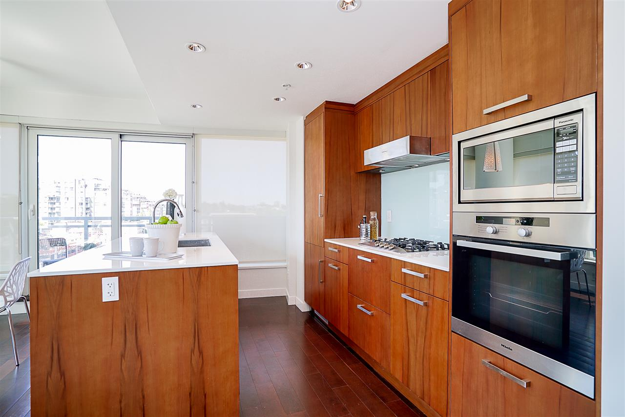 Condo Apartment at 701 1565 W 6TH AVENUE, Unit 701, Vancouver West, British Columbia. Image 4