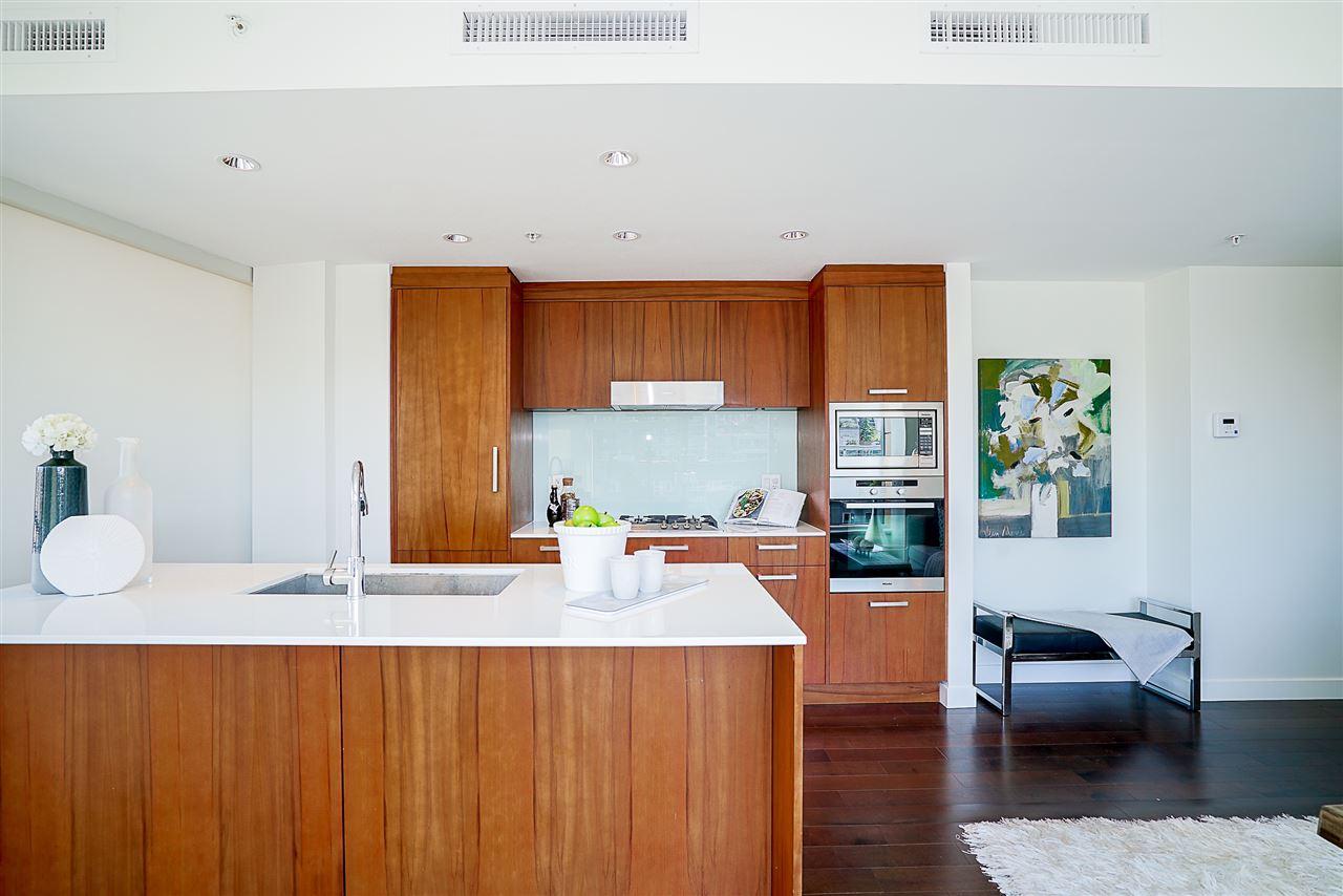 Condo Apartment at 701 1565 W 6TH AVENUE, Unit 701, Vancouver West, British Columbia. Image 7