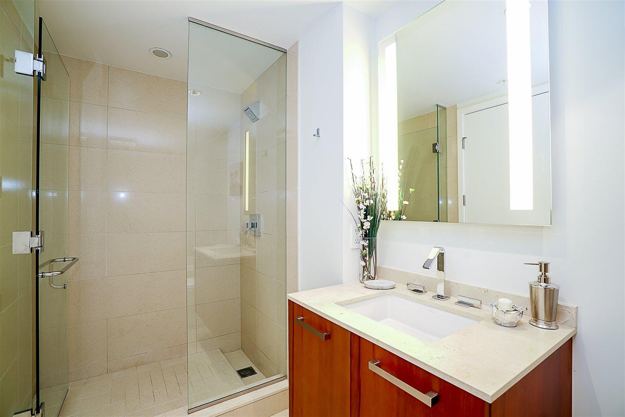Condo Apartment at 701 1565 W 6TH AVENUE, Unit 701, Vancouver West, British Columbia. Image 10