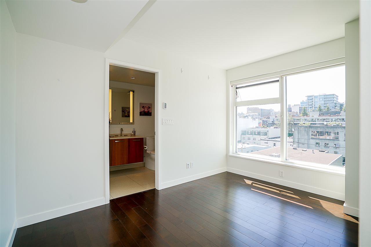 Condo Apartment at 701 1565 W 6TH AVENUE, Unit 701, Vancouver West, British Columbia. Image 11