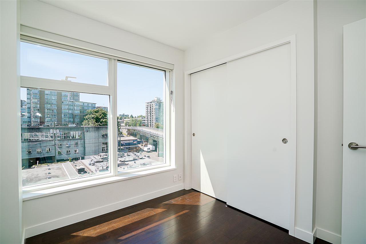 Condo Apartment at 701 1565 W 6TH AVENUE, Unit 701, Vancouver West, British Columbia. Image 13