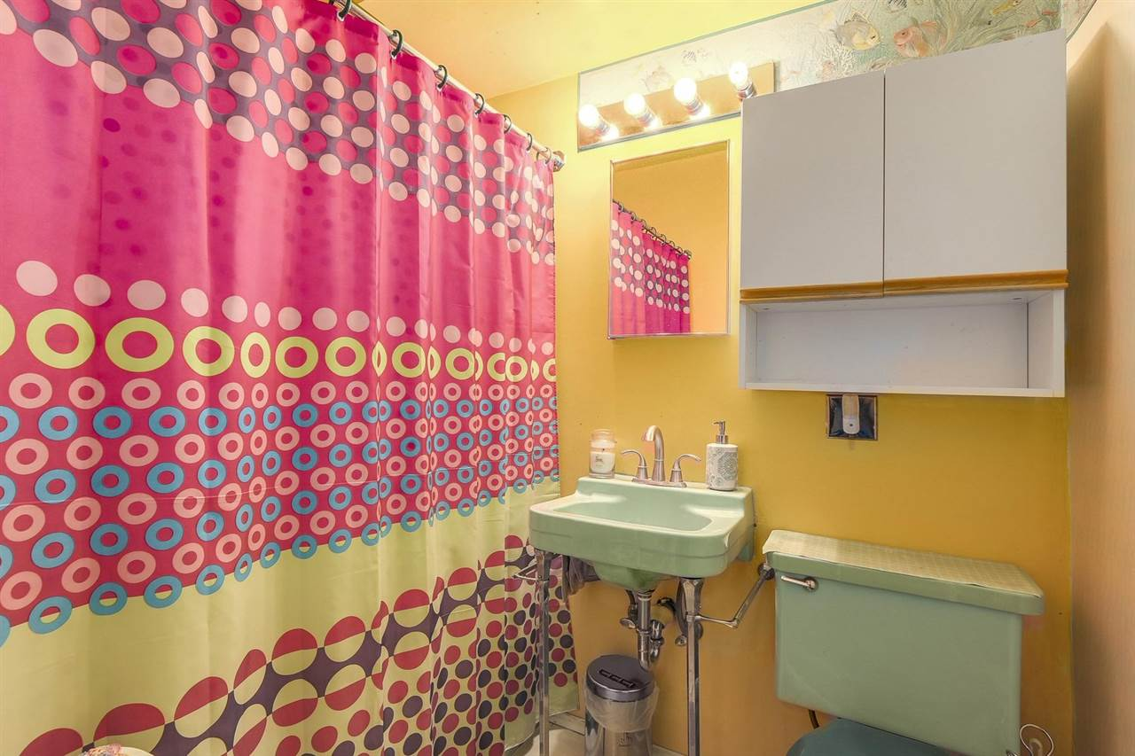 Condo Apartment at 204 550 N ESMOND AVENUE, Unit 204, Burnaby North, British Columbia. Image 11