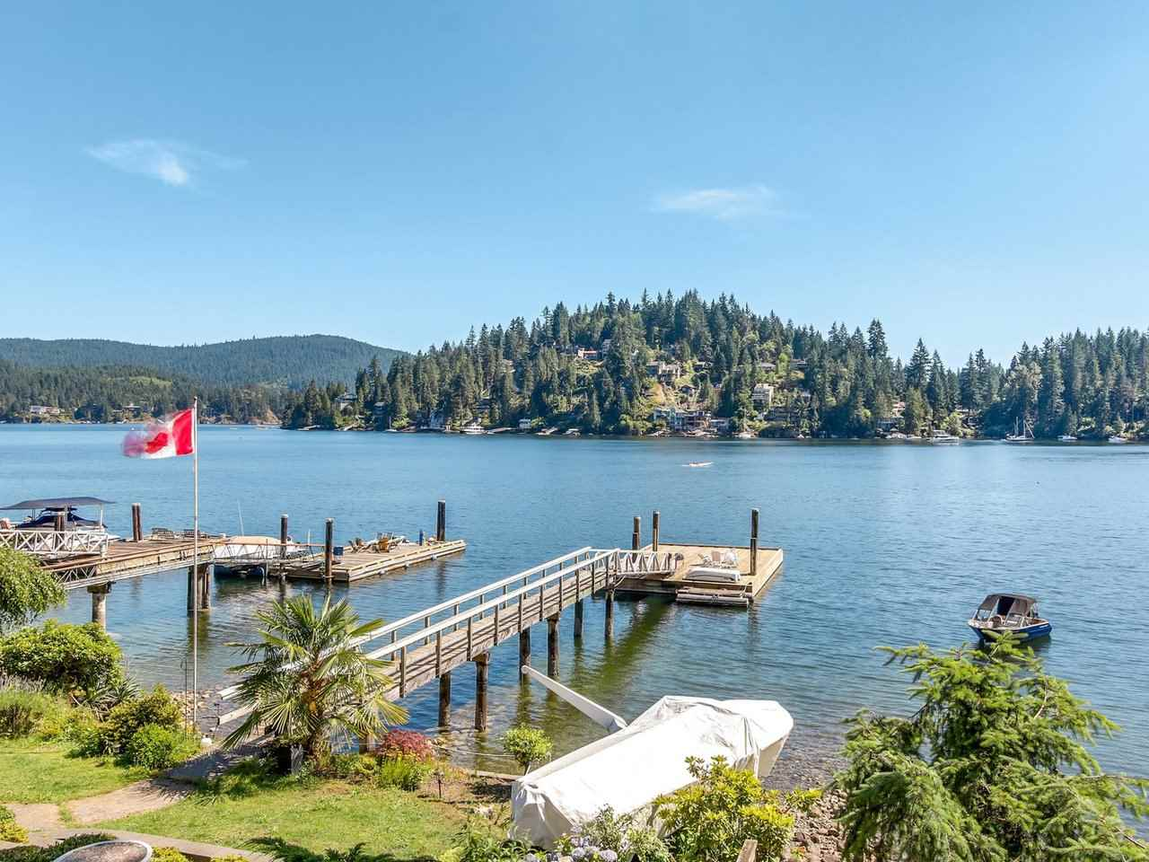 Detached at 2730 PANORAMA DRIVE, North Vancouver, British Columbia. Image 16