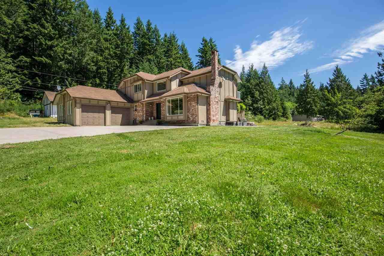 Detached at 1682 GIBB ROAD, Sunshine Coast, British Columbia. Image 2