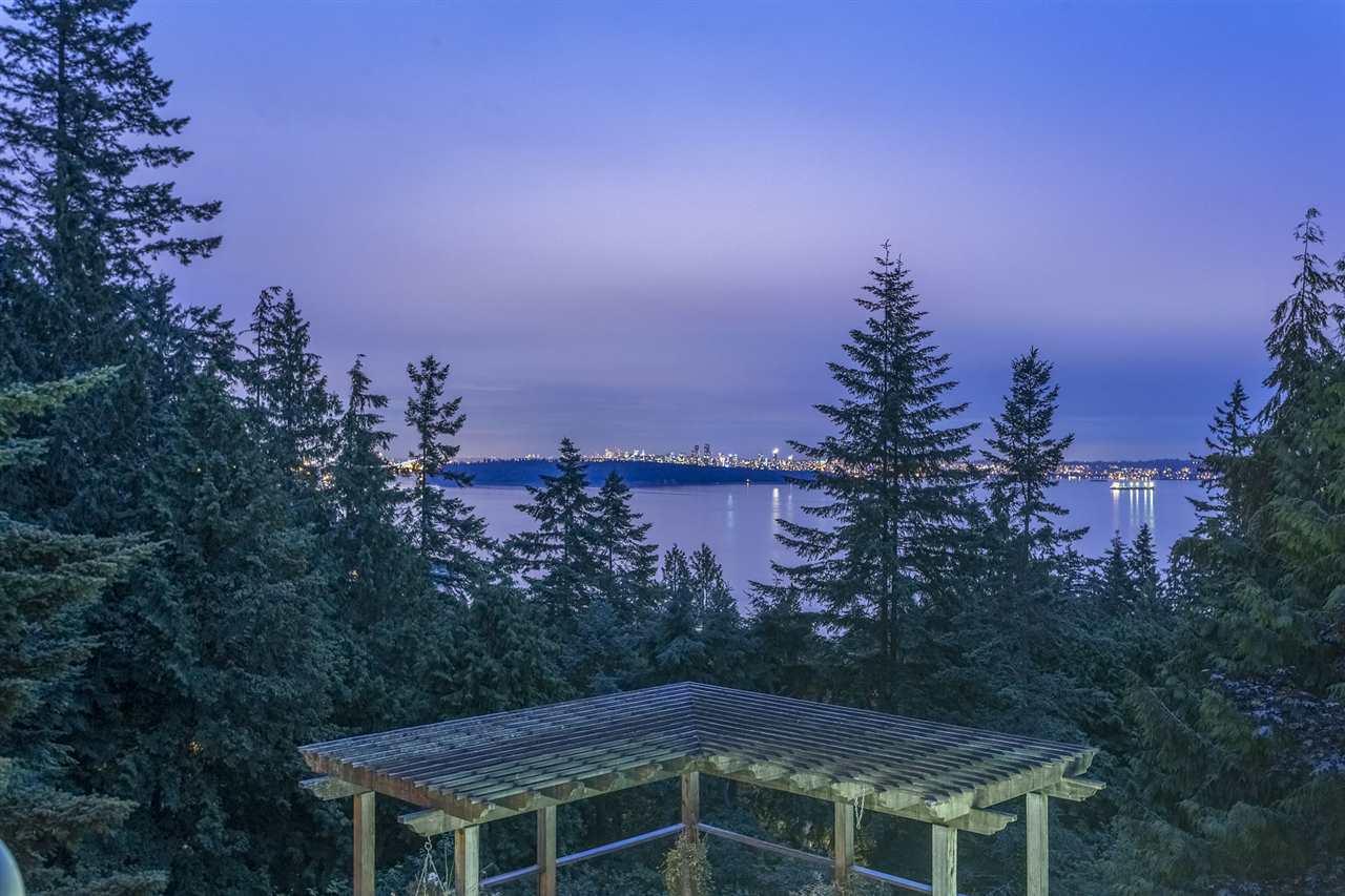 Detached at 3710 SOUTHRIDGE PLACE, West Vancouver, British Columbia. Image 1