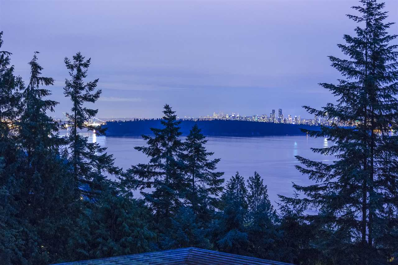 Detached at 3710 SOUTHRIDGE PLACE, West Vancouver, British Columbia. Image 8