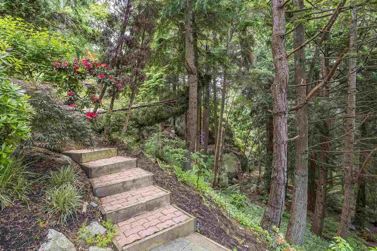 Detached at 3710 SOUTHRIDGE PLACE, West Vancouver, British Columbia. Image 9