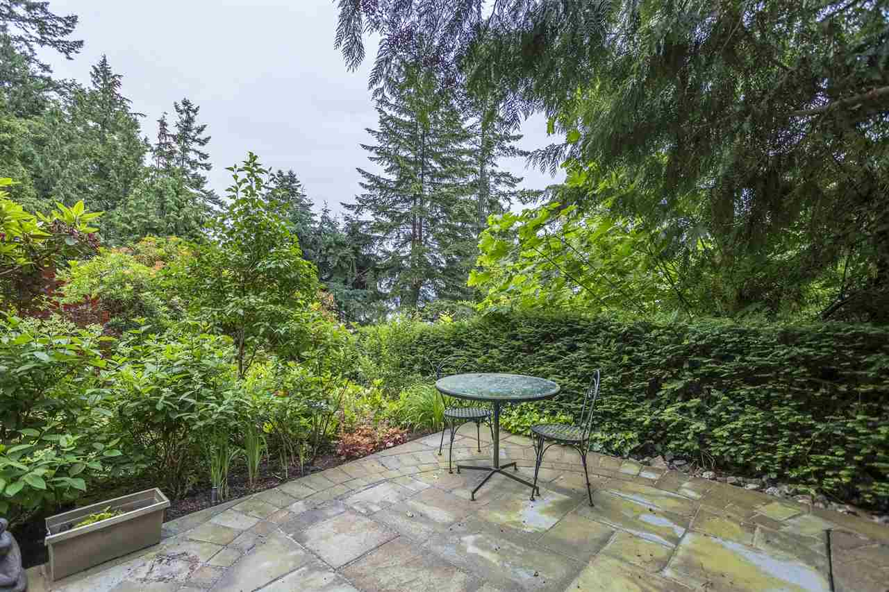 Detached at 3710 SOUTHRIDGE PLACE, West Vancouver, British Columbia. Image 11
