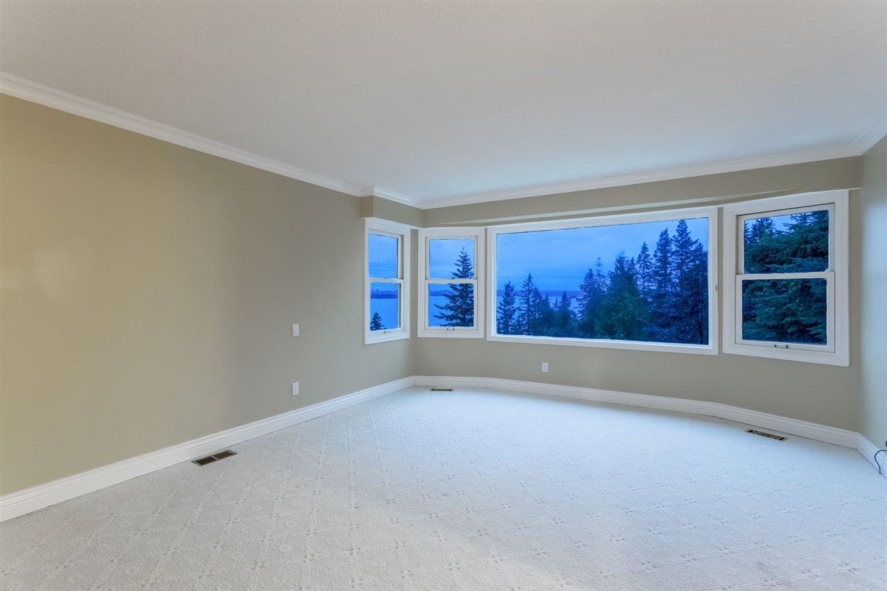Detached at 3710 SOUTHRIDGE PLACE, West Vancouver, British Columbia. Image 17