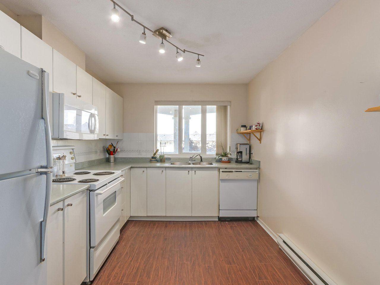 Condo Apartment at 321 22022 49 AVENUE, Unit 321, Langley, British Columbia. Image 10