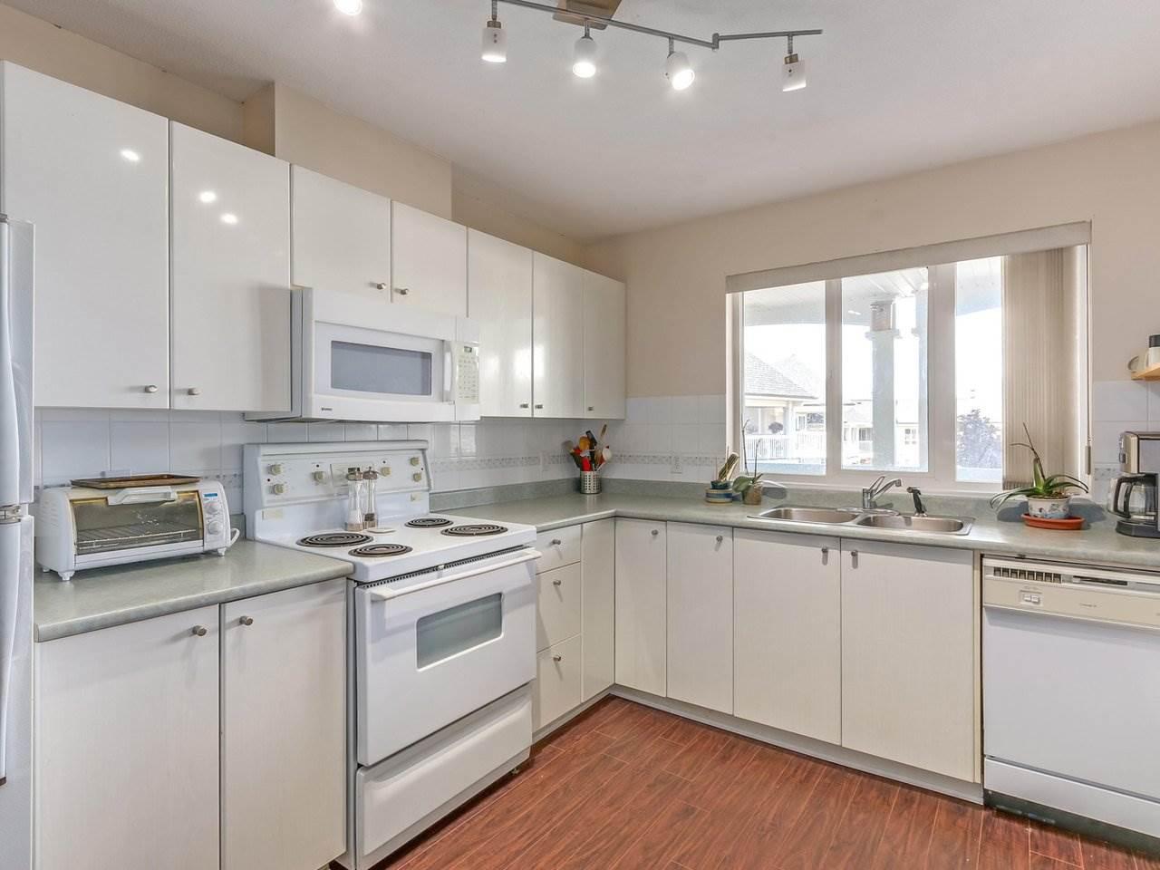 Condo Apartment at 321 22022 49 AVENUE, Unit 321, Langley, British Columbia. Image 11