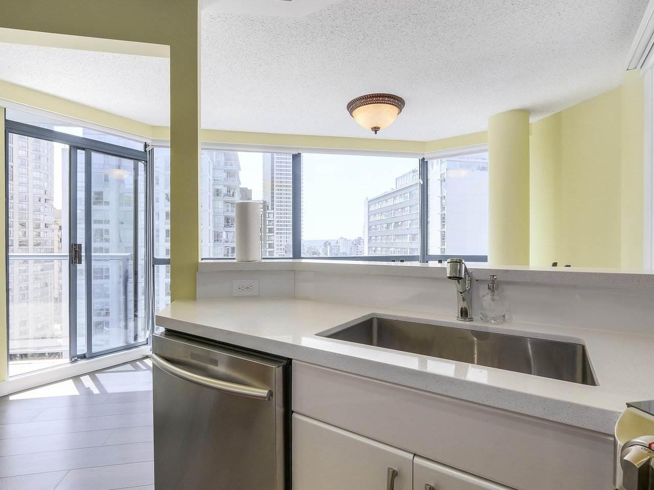 Condo Apartment at 1501 1415 W GEORGIA STREET, Unit 1501, Vancouver West, British Columbia. Image 6