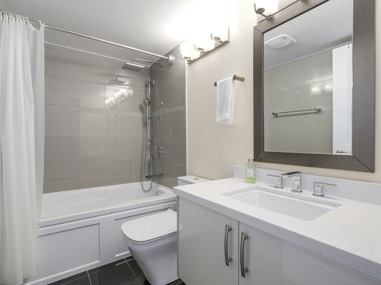Condo Apartment at 1501 1415 W GEORGIA STREET, Unit 1501, Vancouver West, British Columbia. Image 11