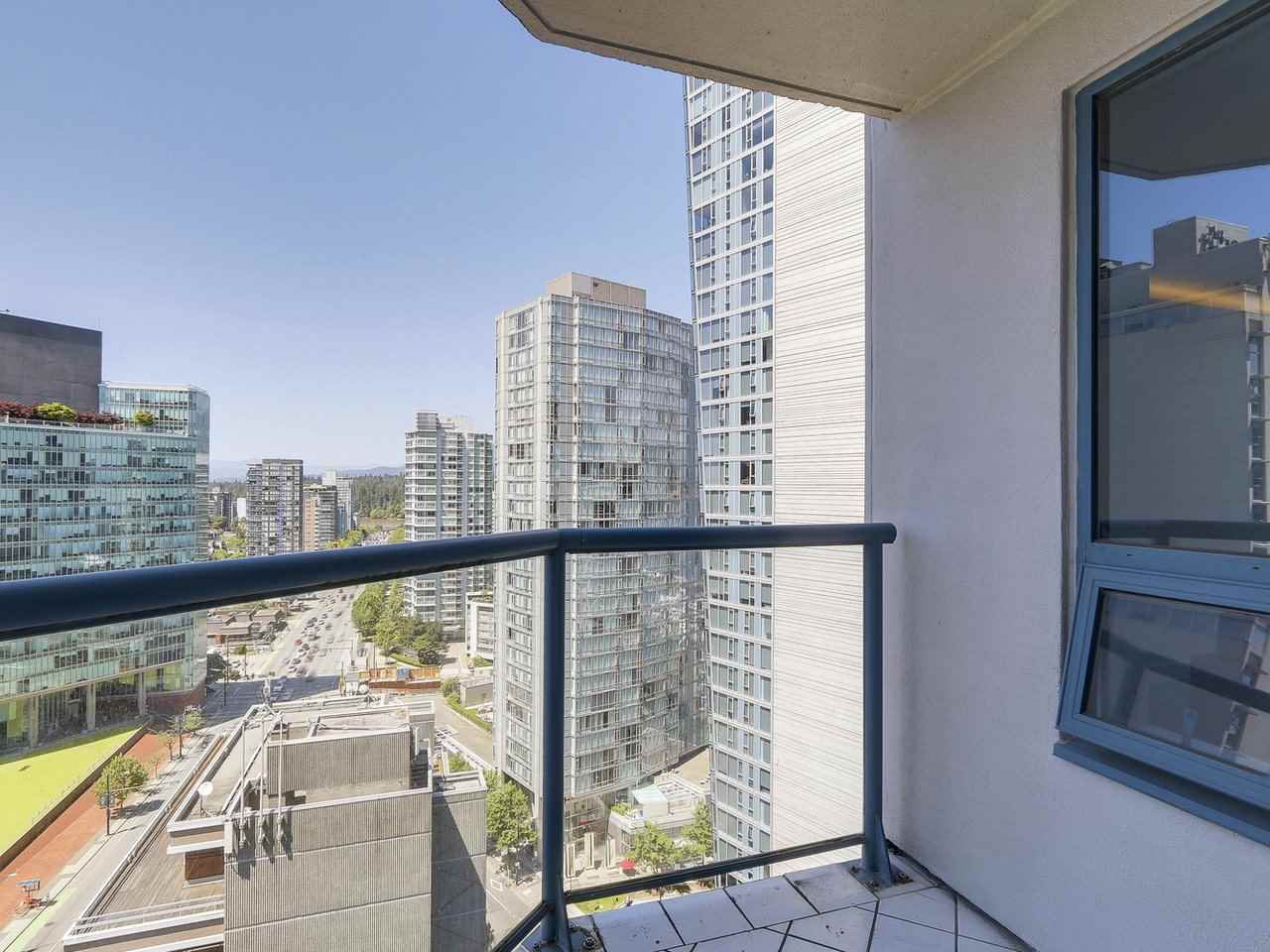 Condo Apartment at 1501 1415 W GEORGIA STREET, Unit 1501, Vancouver West, British Columbia. Image 15