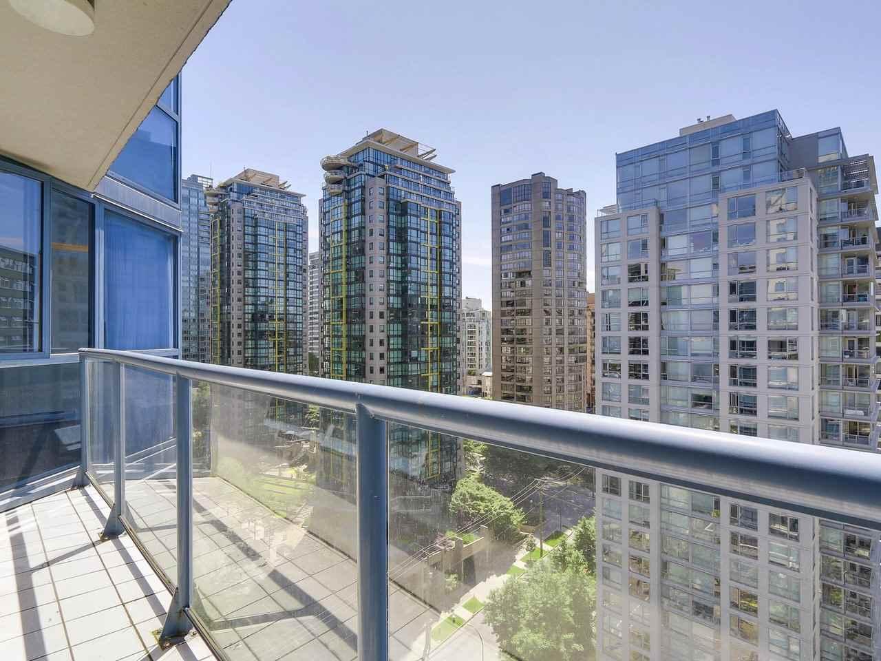 Condo Apartment at 1501 1415 W GEORGIA STREET, Unit 1501, Vancouver West, British Columbia. Image 16