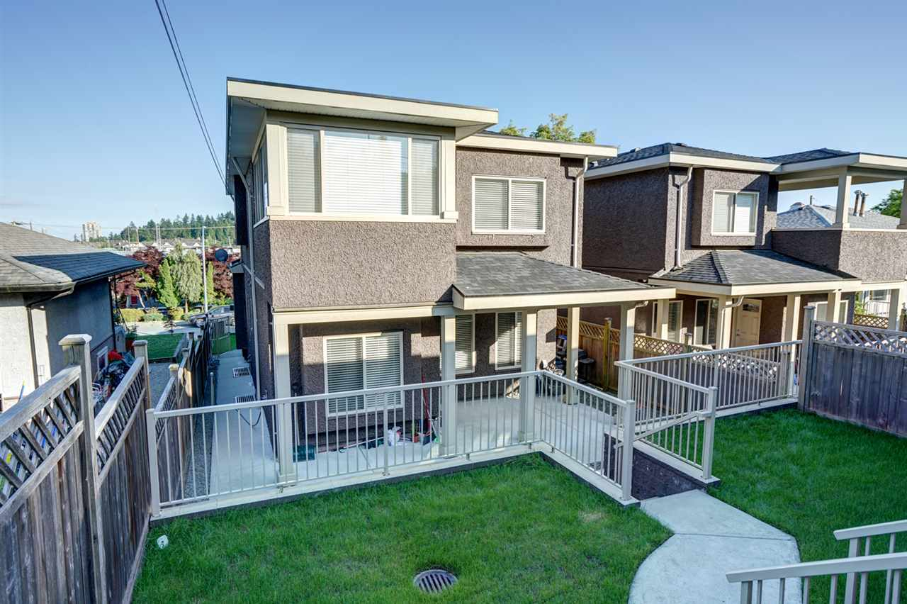 Half-duplex at 87 GLOVER AVENUE, New Westminster, British Columbia. Image 19