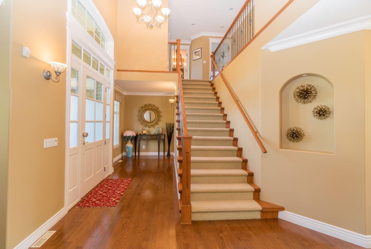 Detached at 15998 36A AVENUE, South Surrey White Rock, British Columbia. Image 2