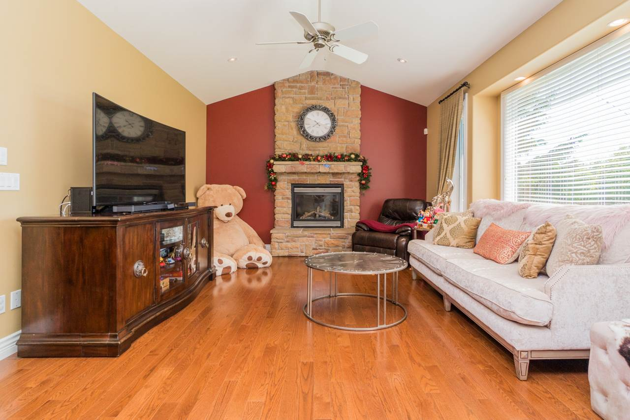 Detached at 15998 36A AVENUE, South Surrey White Rock, British Columbia. Image 6