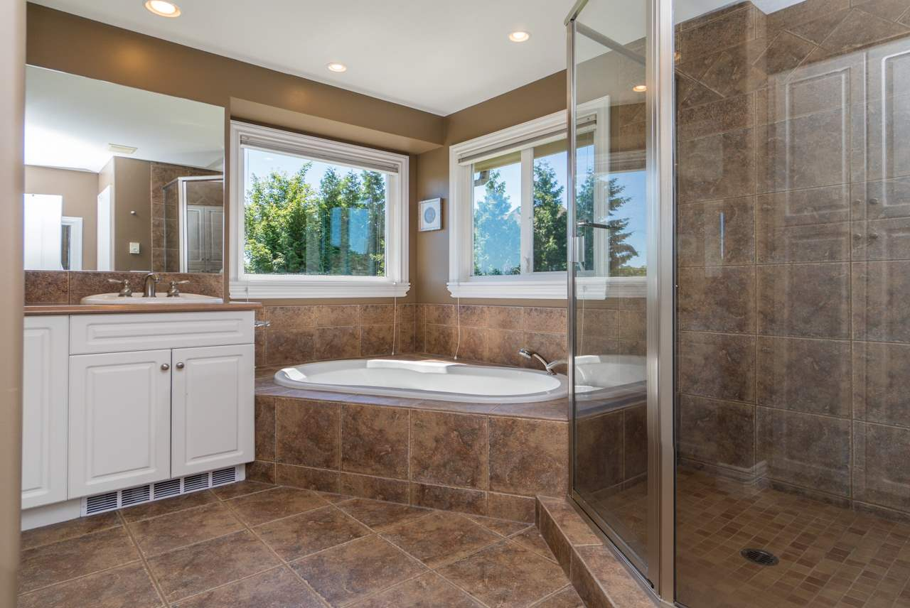 Detached at 15998 36A AVENUE, South Surrey White Rock, British Columbia. Image 12