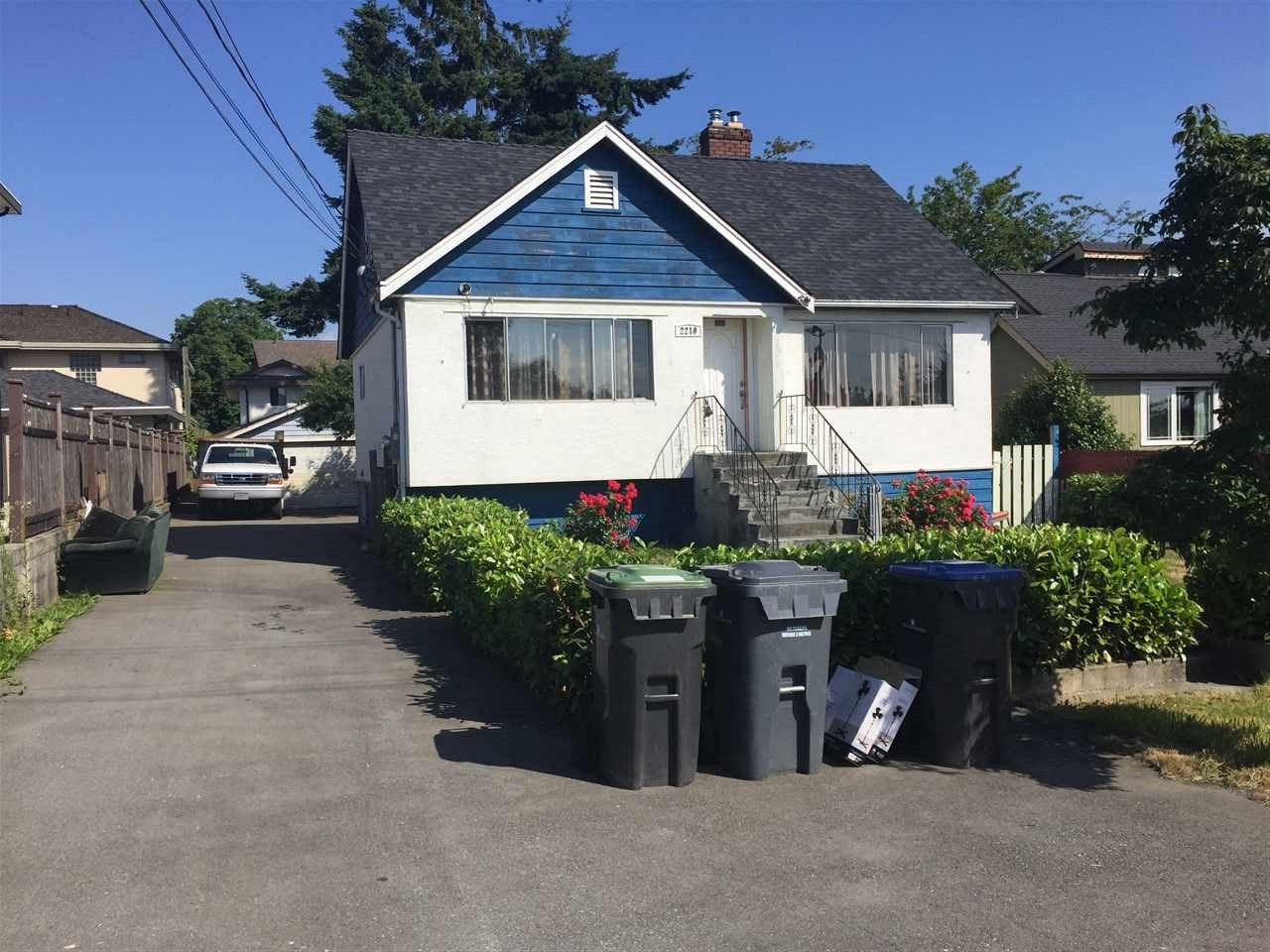 Detached at 2219 DUBLIN STREET, New Westminster, British Columbia. Image 1