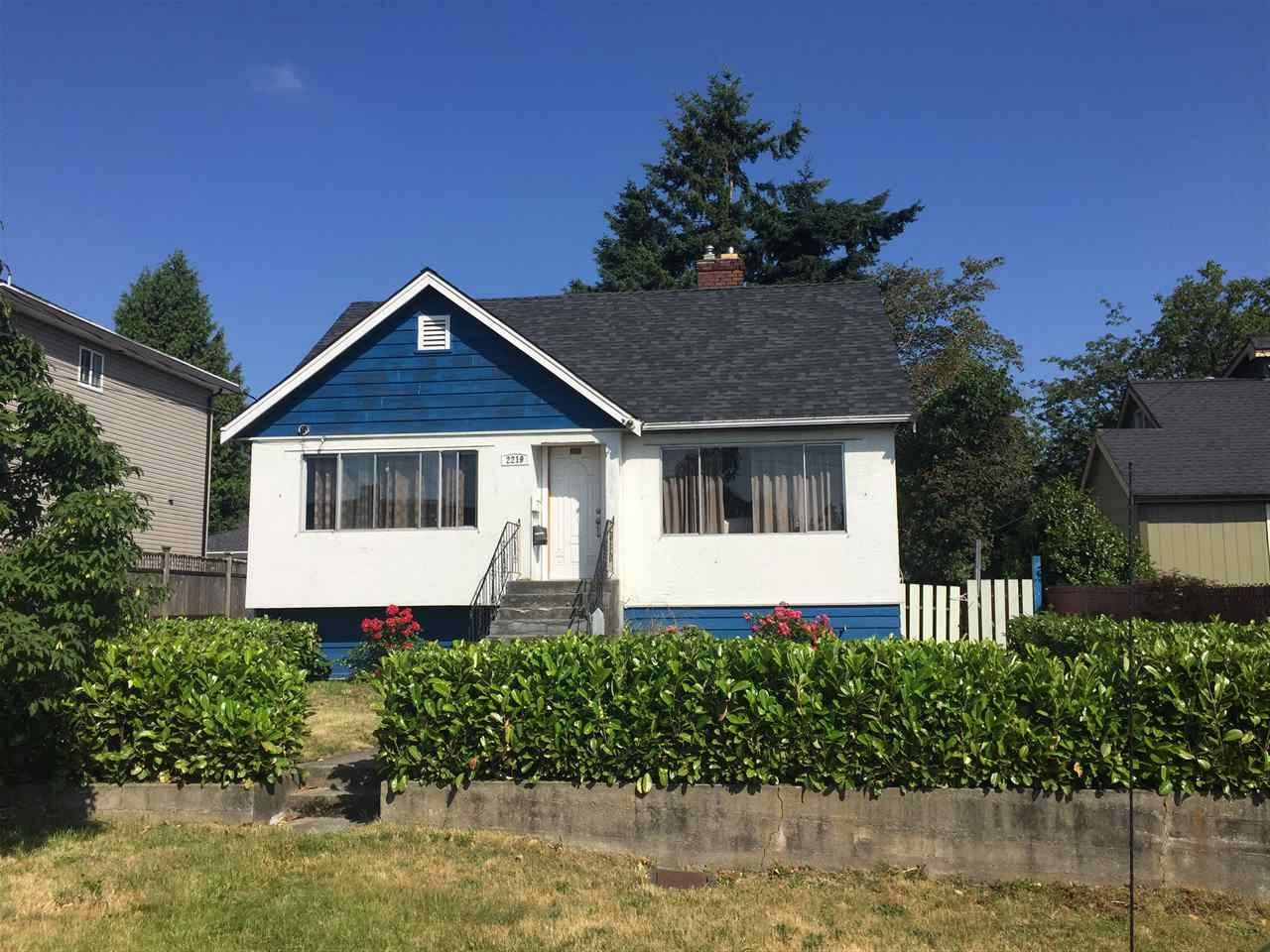 Detached at 2219 DUBLIN STREET, New Westminster, British Columbia. Image 2