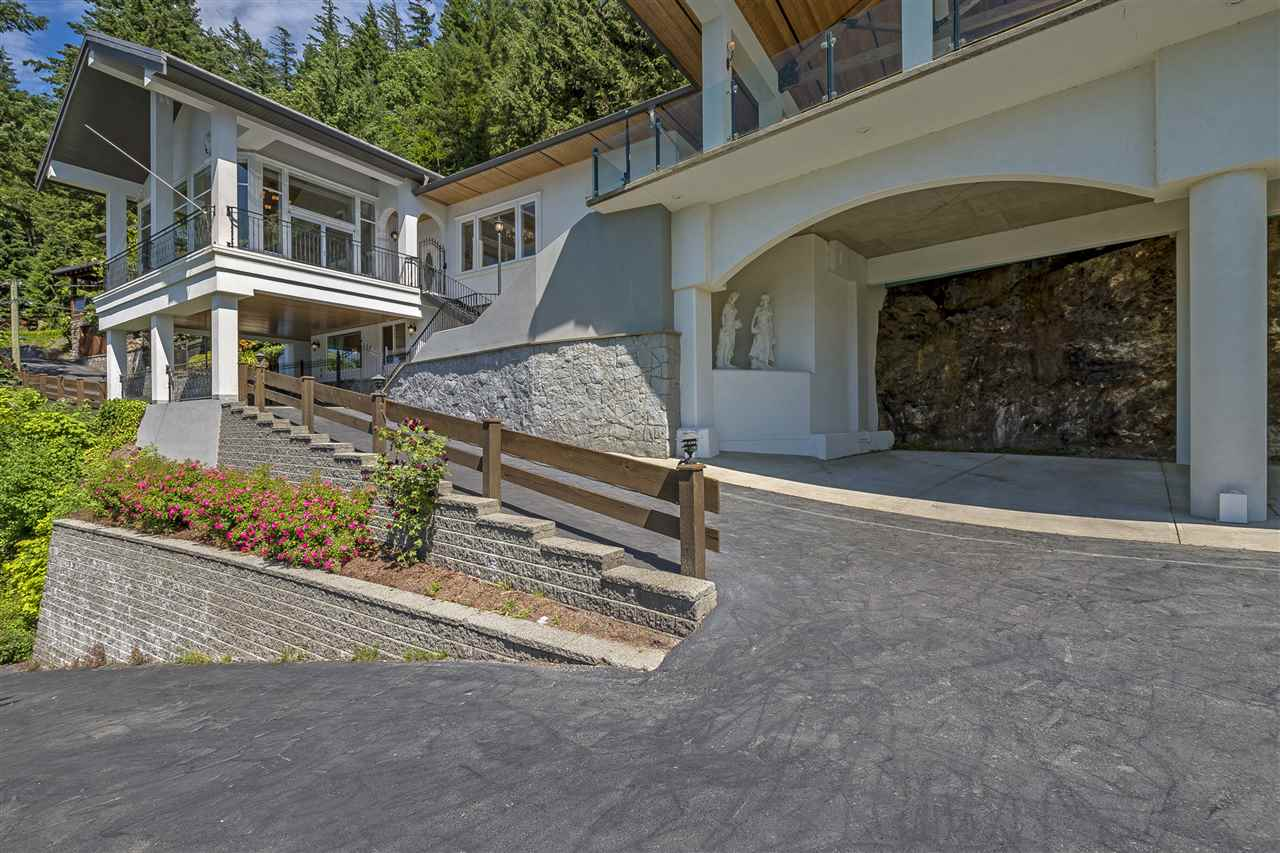Detached at 5616 ROCKWELL DRIVE, Harrison Hot Springs, British Columbia. Image 2