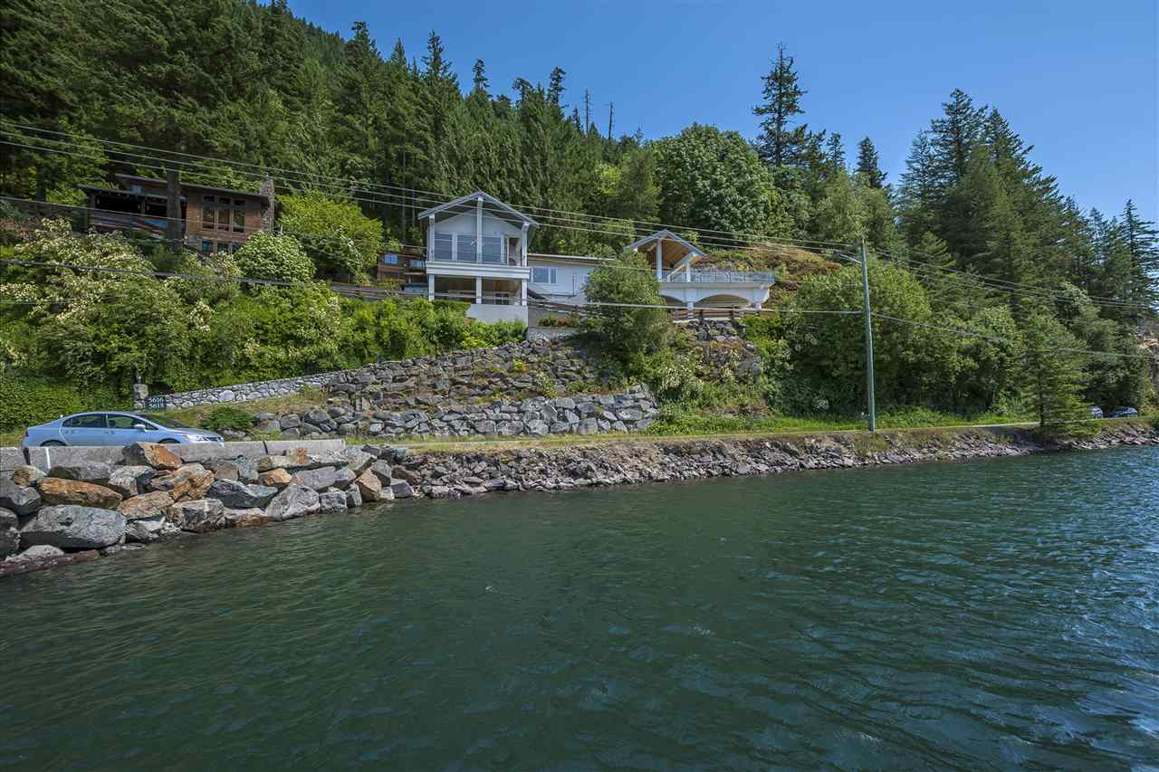 Detached at 5616 ROCKWELL DRIVE, Harrison Hot Springs, British Columbia. Image 3