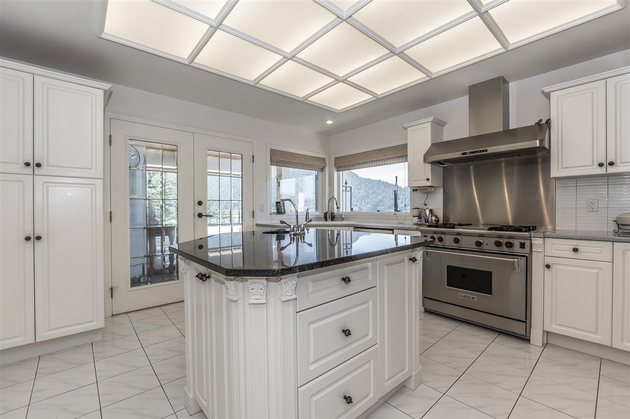 Detached at 5616 ROCKWELL DRIVE, Harrison Hot Springs, British Columbia. Image 4