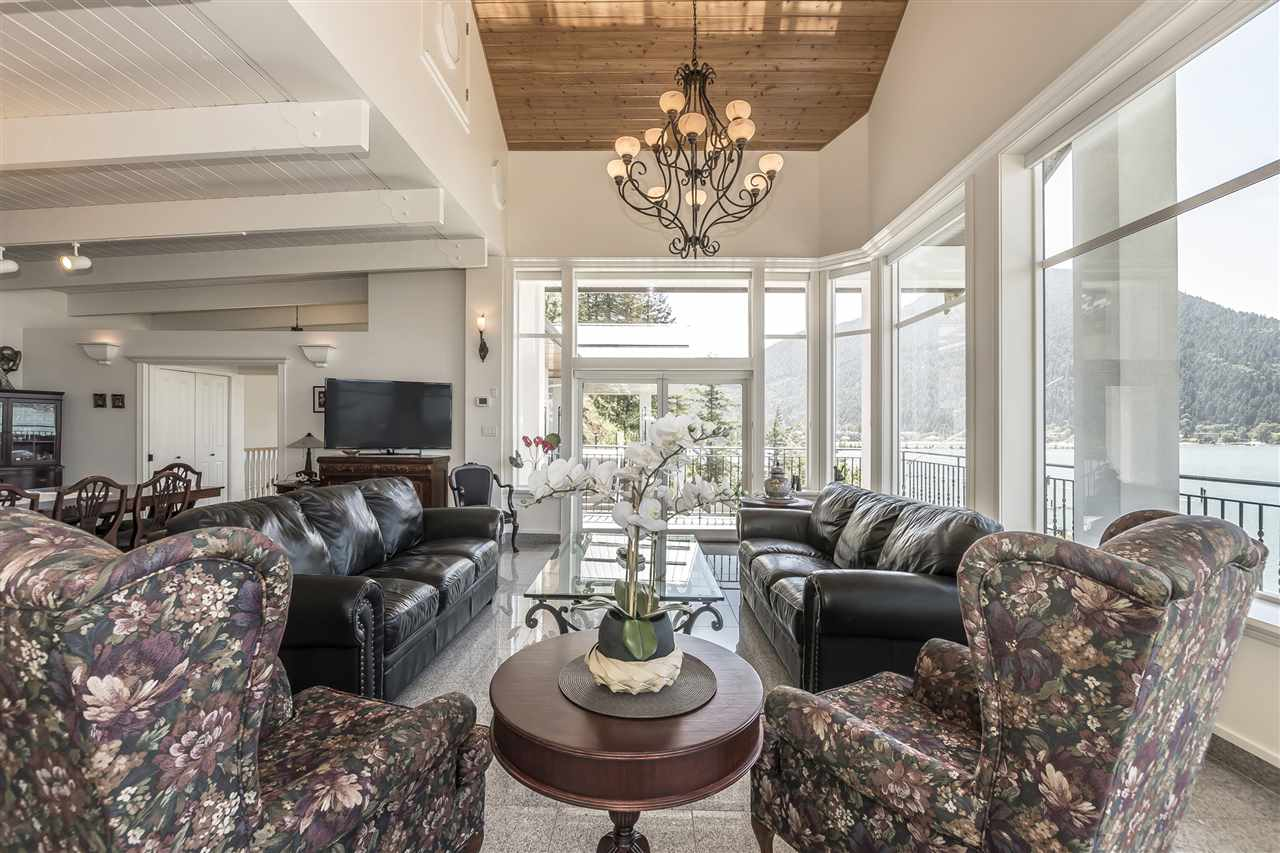 Detached at 5616 ROCKWELL DRIVE, Harrison Hot Springs, British Columbia. Image 10
