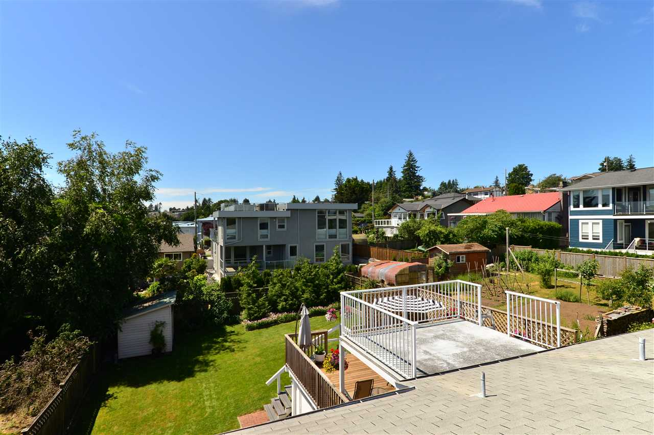 Detached at 1071 PARKER STREET, South Surrey White Rock, British Columbia. Image 8