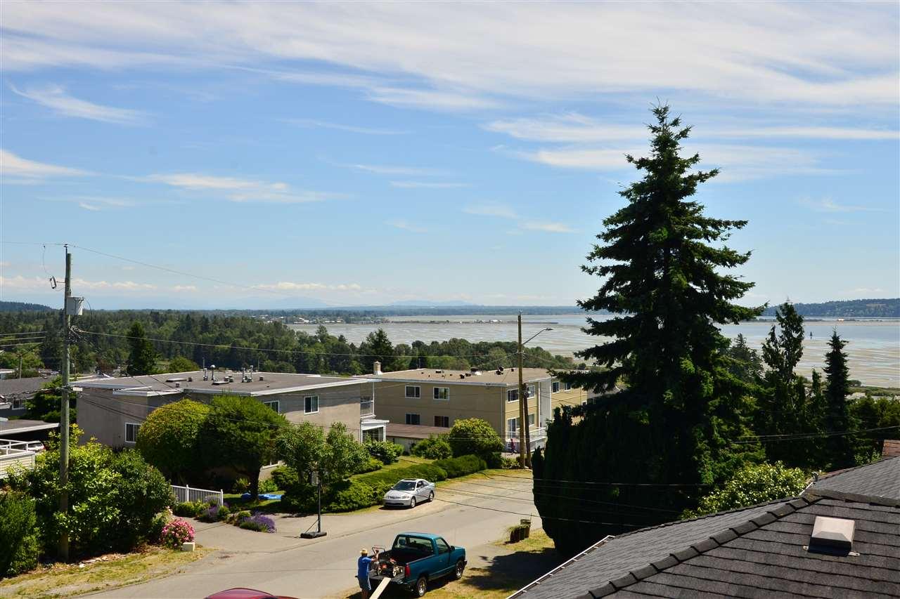 Detached at 1071 PARKER STREET, South Surrey White Rock, British Columbia. Image 9