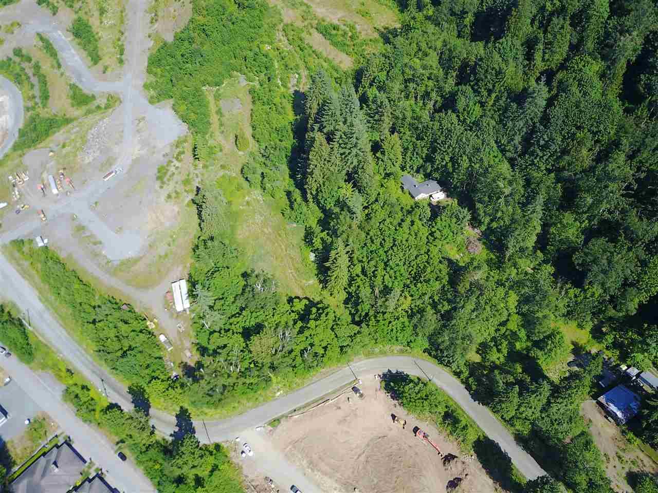 Detached at 8136 NIXON ROAD, Chilliwack, British Columbia. Image 5