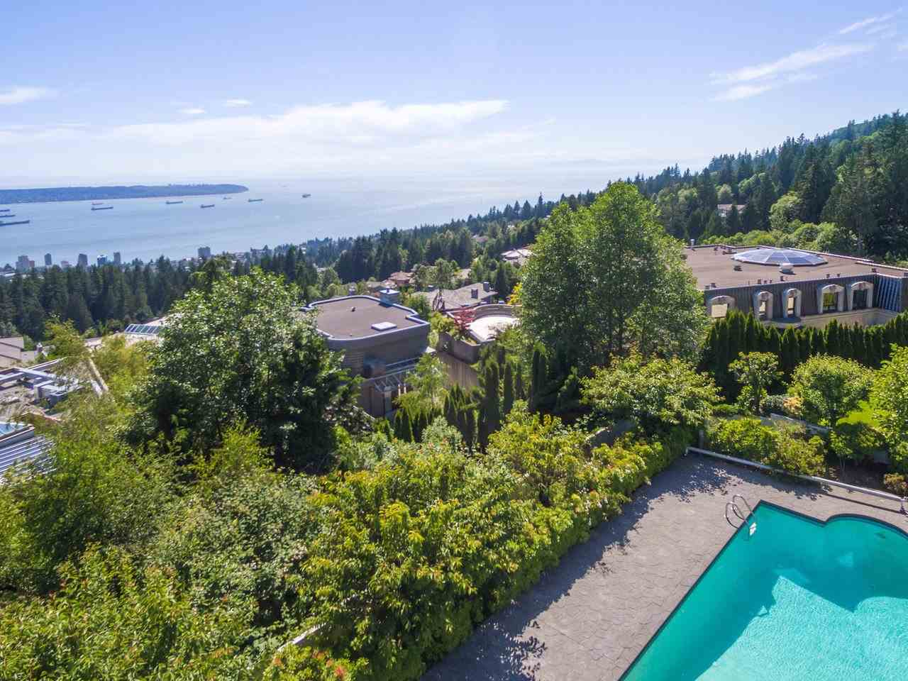 Detached at 1488 CHARTWELL DRIVE, West Vancouver, British Columbia. Image 8