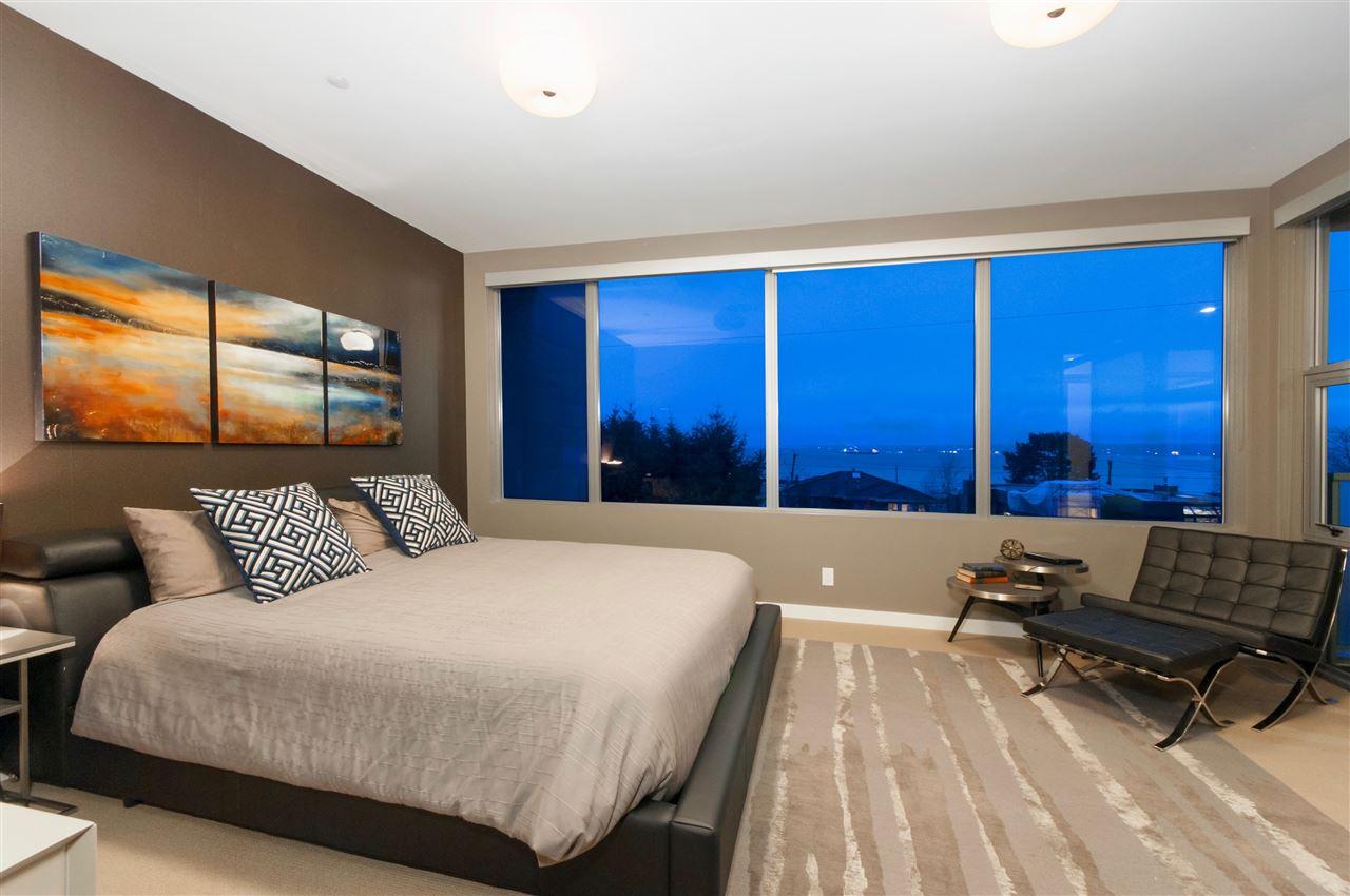 Half-duplex at 2337 MARINE DRIVE, West Vancouver, British Columbia. Image 14