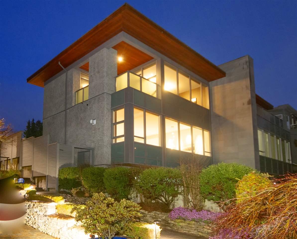 Half-duplex at 2337 MARINE DRIVE, West Vancouver, British Columbia. Image 20