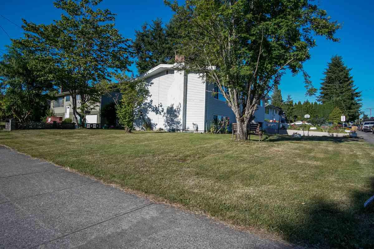 Detached at 11423 80 AVENUE, N. Delta, British Columbia. Image 4