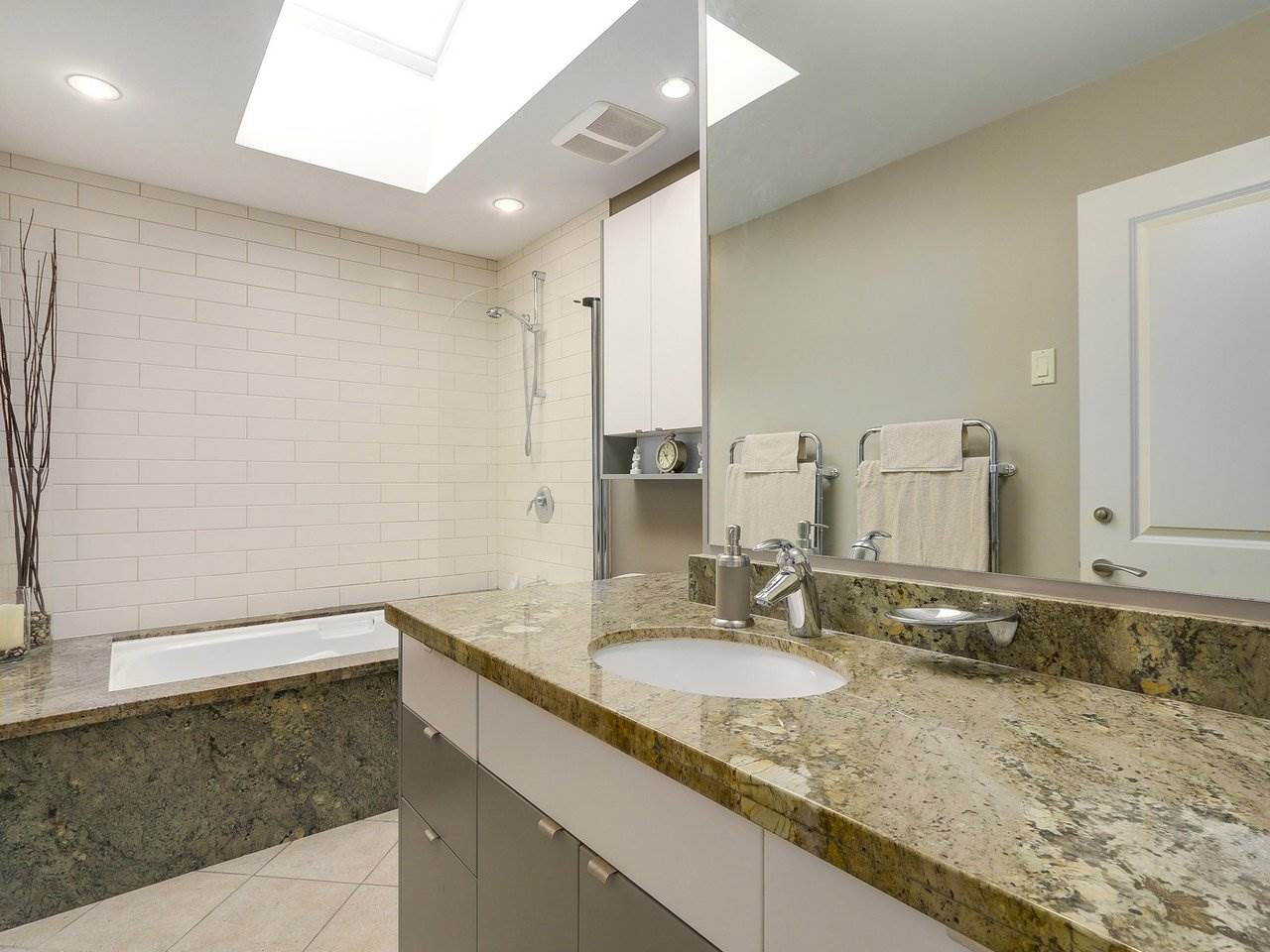 Detached at 1540 E 27TH STREET, North Vancouver, British Columbia. Image 17