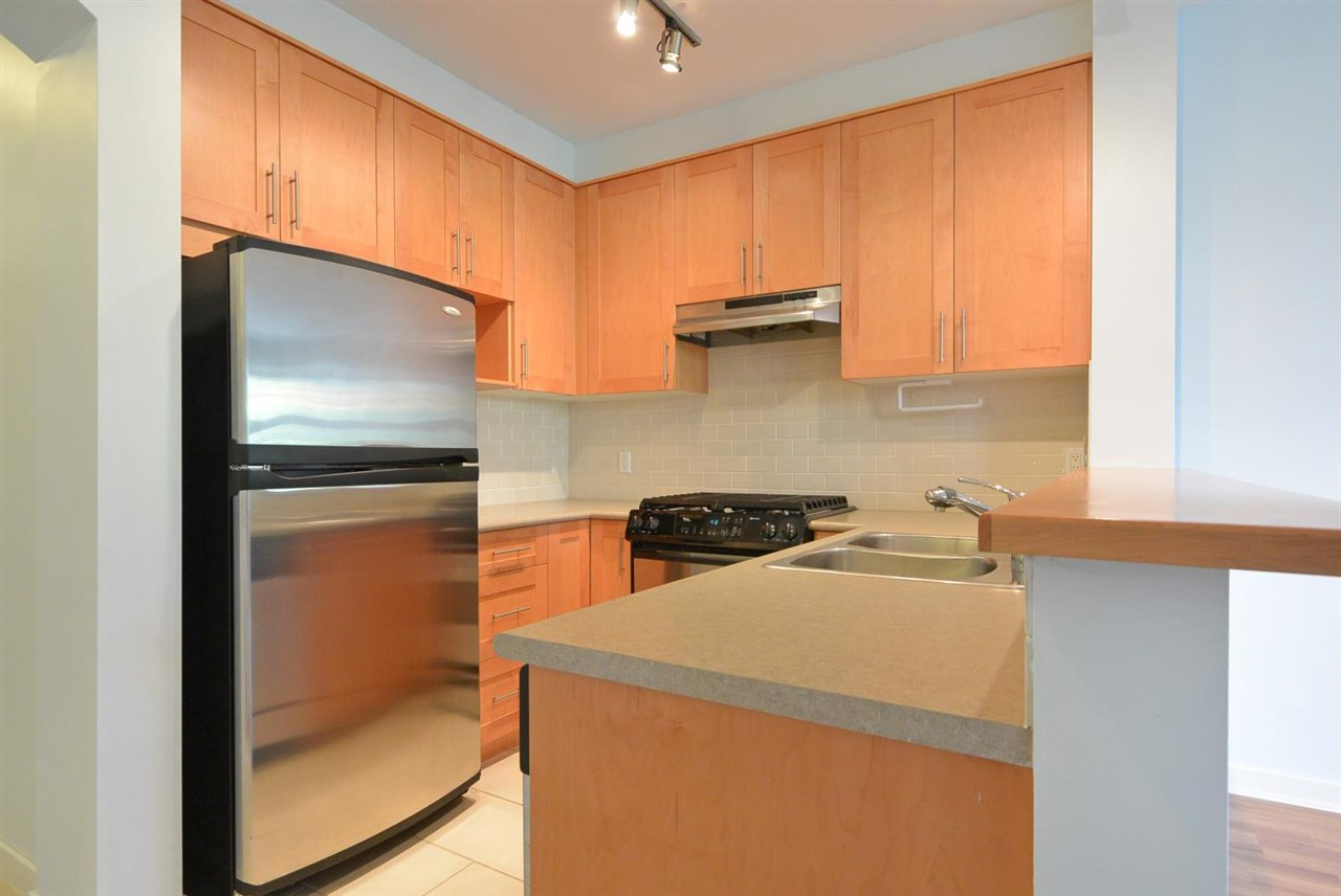 Condo Apartment at 104 4883 MACLURE MEWS, Unit 104, Vancouver West, British Columbia. Image 7