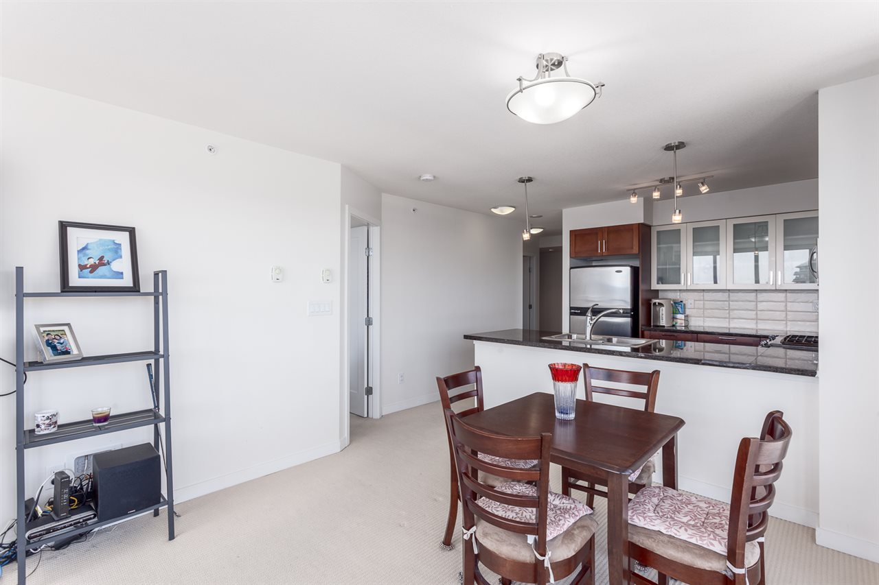 Condo Apartment at 1501 1 RENAISSANCE SQUARE, Unit 1501, New Westminster, British Columbia. Image 7
