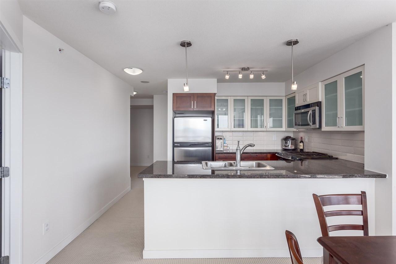 Condo Apartment at 1501 1 RENAISSANCE SQUARE, Unit 1501, New Westminster, British Columbia. Image 8