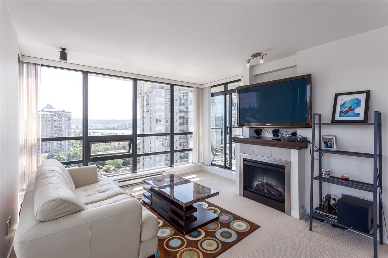 Condo Apartment at 1501 1 RENAISSANCE SQUARE, Unit 1501, New Westminster, British Columbia. Image 10