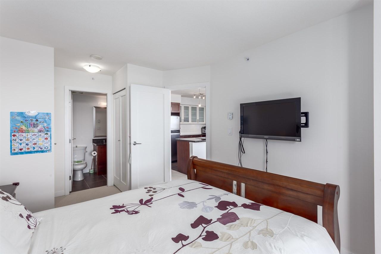 Condo Apartment at 1501 1 RENAISSANCE SQUARE, Unit 1501, New Westminster, British Columbia. Image 15