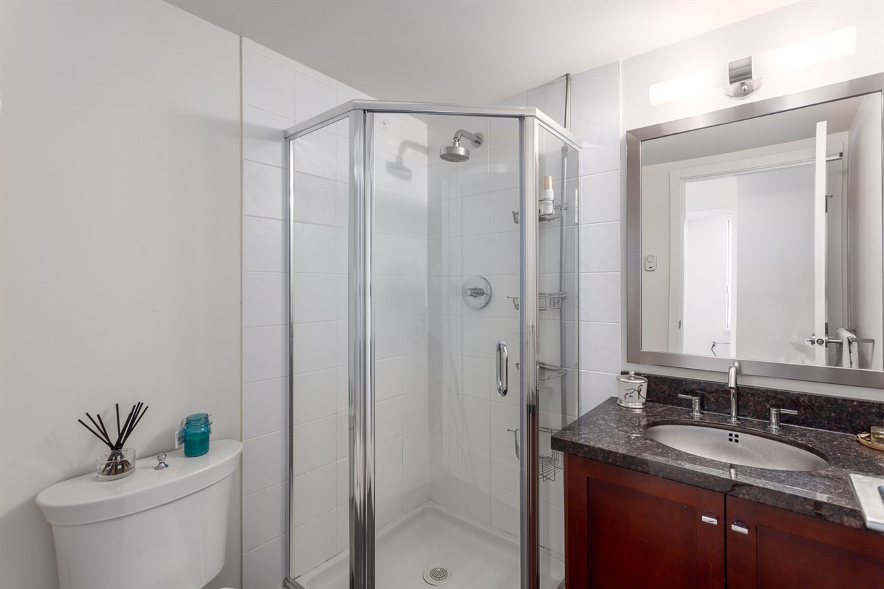 Condo Apartment at 1501 1 RENAISSANCE SQUARE, Unit 1501, New Westminster, British Columbia. Image 18