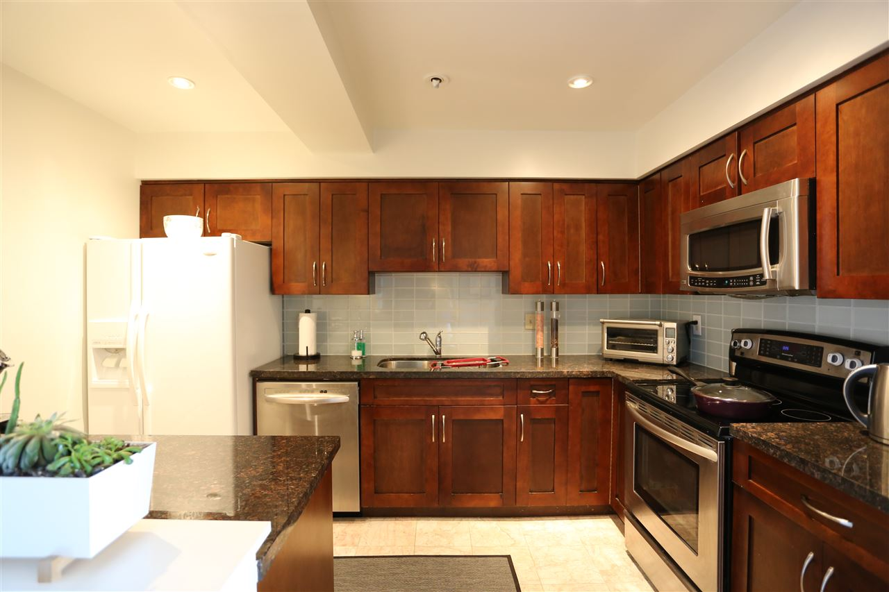 Condo Apartment at 22 2250 FOLKESTONE WAY, Unit 22, West Vancouver, British Columbia. Image 2