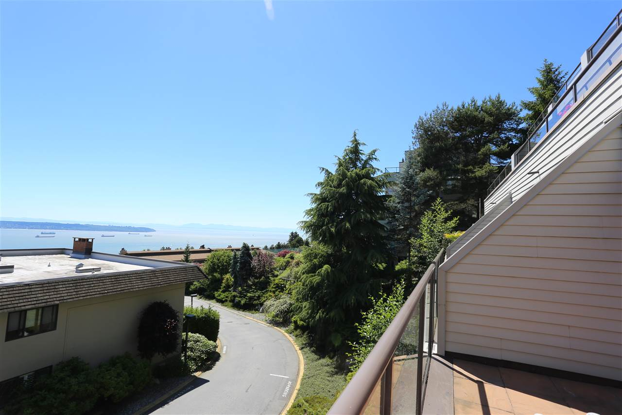 Condo Apartment at 22 2250 FOLKESTONE WAY, Unit 22, West Vancouver, British Columbia. Image 3