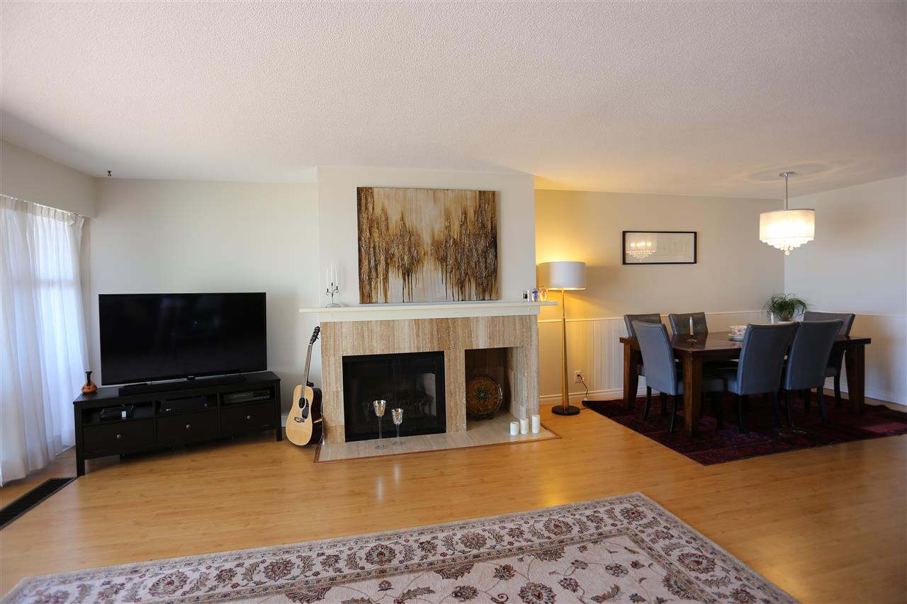 Condo Apartment at 22 2250 FOLKESTONE WAY, Unit 22, West Vancouver, British Columbia. Image 4